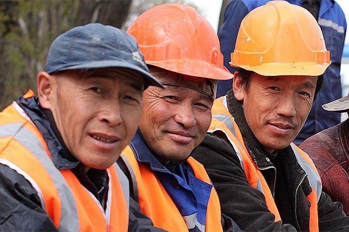 Таджик строитель