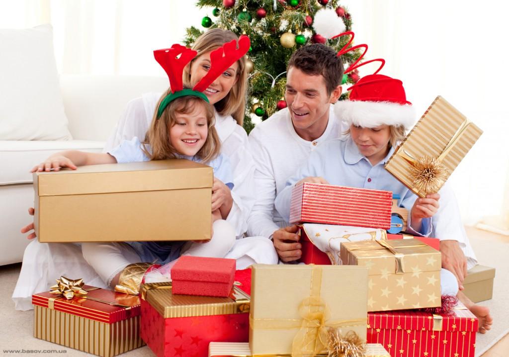 В какой стране начали дарить подарки 35